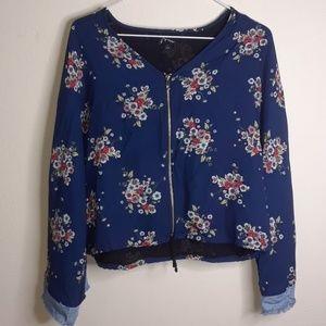 Art Class zip up blouse